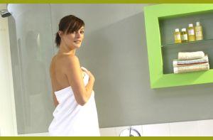 Женщина в полотенце