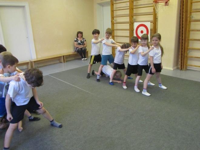 Дети в спортзале